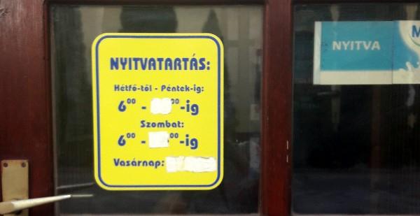 Nyitvatartás-tábla
